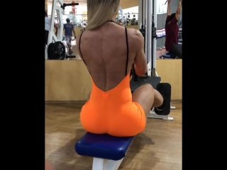 Vivi Winkler качает спину