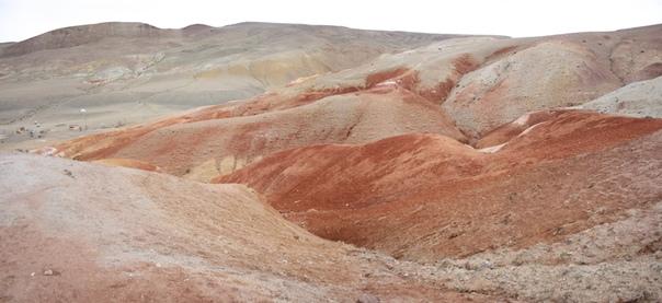 Вот так выглядят марсианские горы. Видимо, летом они расцветают ещё сильней, омываясь дождями и отражая солнечный свет. Мы пришли в непогоду под ровный рассеянный свет.