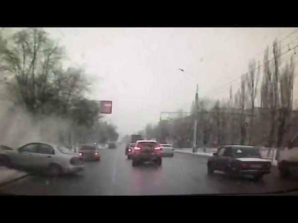 ДТП Волгоград Водитель умер за рулем и влетел в дерево
