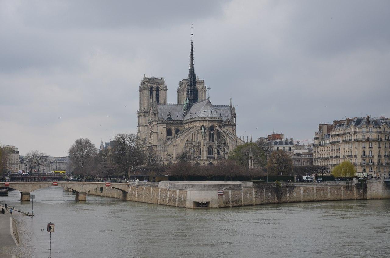 7gPpUOiYy4o Нотр-Дам де Пари или Собор Парижской Богоматери.