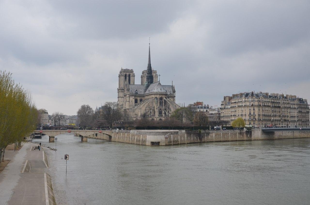 UTJIY2RSvKo Нотр-Дам де Пари или Собор Парижской Богоматери.