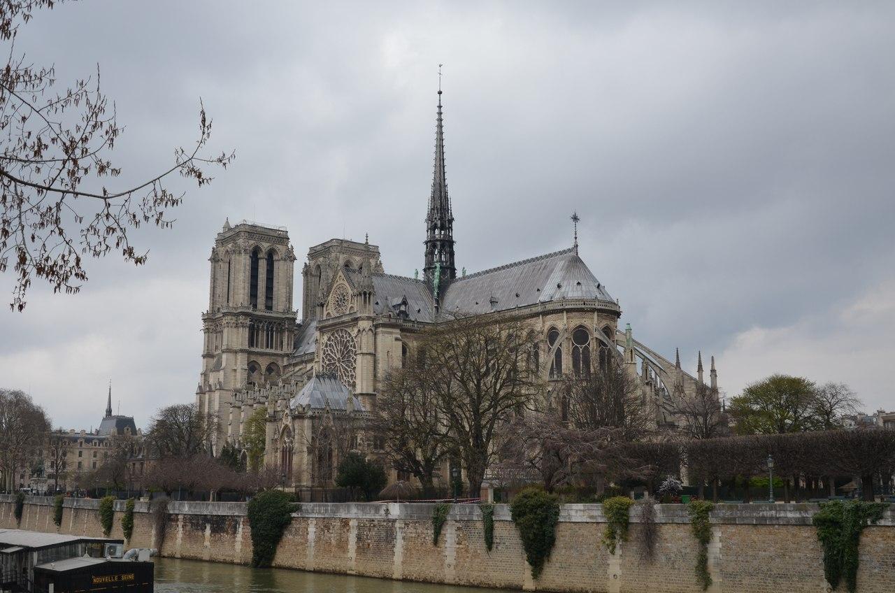 C3kmbhJgW54 Нотр-Дам де Пари или Собор Парижской Богоматери.