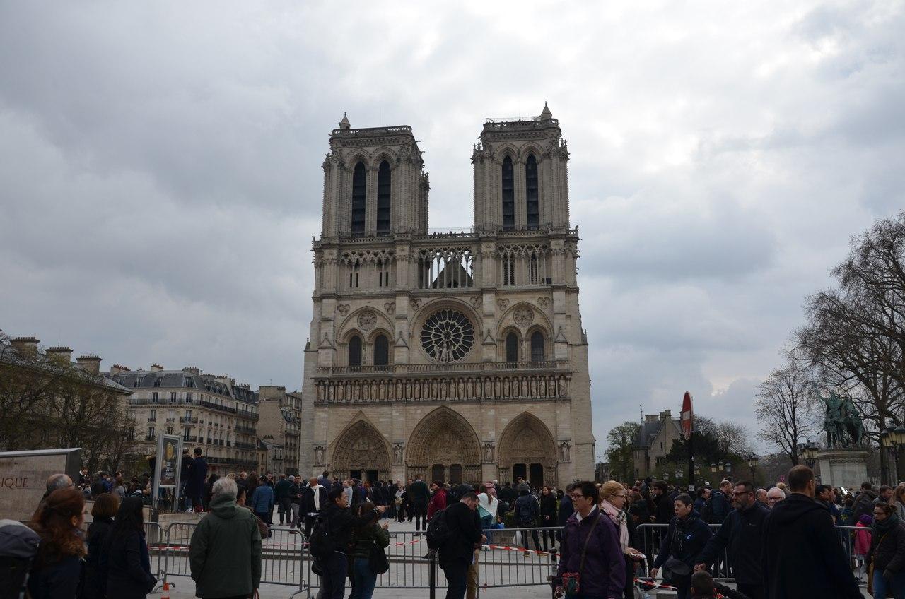 bzYEGHX4avI Нотр-Дам де Пари или Собор Парижской Богоматери.