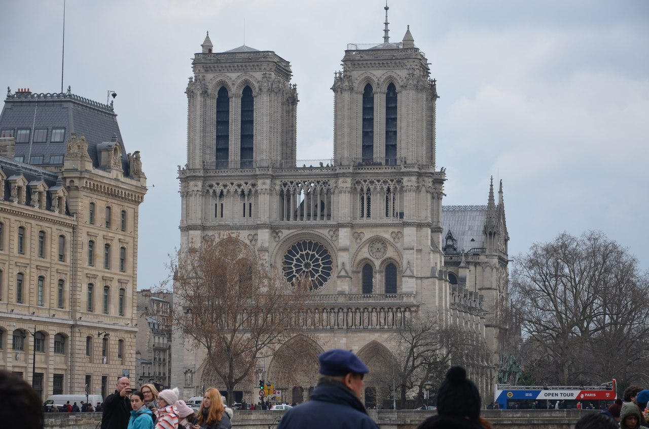 AJJmoB_xBLU Нотр-Дам де Пари или Собор Парижской Богоматери.