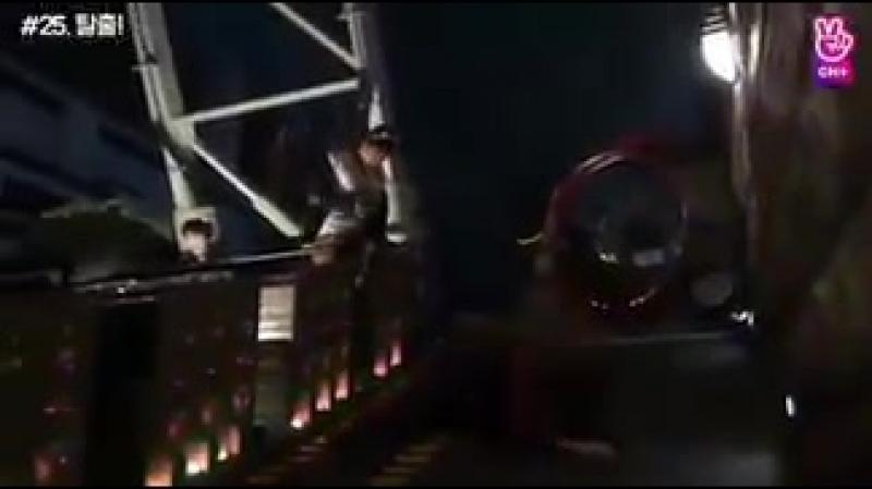 Чимин аж убегал с этой карусели - И опять упал... Ну что за неуклюжий парень... - PremiosM