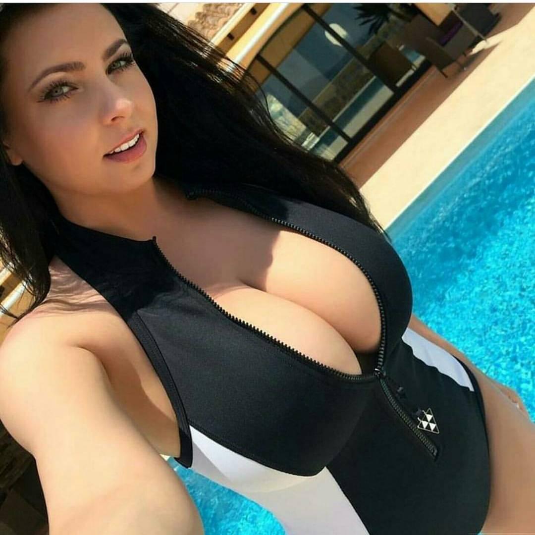 Hot 18 year old girl sucking cock