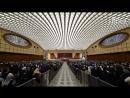 Змееголовый конференц зал Папы Римского Кому служит Ватикан Совпадение؟ Не думаю