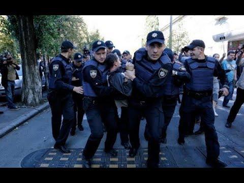 Полиция избила активистов в Киеве Жестокость украинских копов увидел весь YouTube