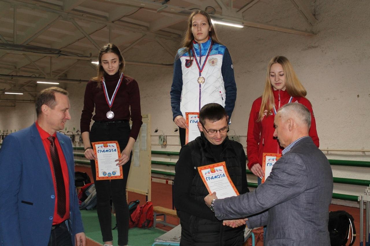 награждение спортсменки и тренера