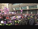 Thousands descend on London for Brexit 'betrayal' march_HIGH.mp4