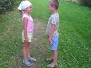 ☼Приколы Офигеть, во дети дают, уже в таком возрасте целуют