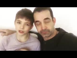 Актер Дмитрий Певцов с сыном призывают всех родителей забрать у детей смартфоны.