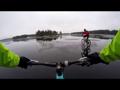 Spooky ride - Mountainbiking at frozen lake Saimaa
