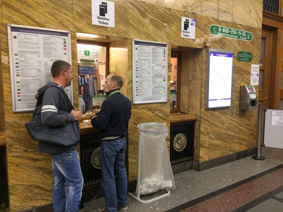 В петербьургском метро появились урны для чеков
