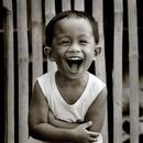 Что плохого в том, что кто-то смеется без причины? Зачем нужна причина, чтобы смеяться?