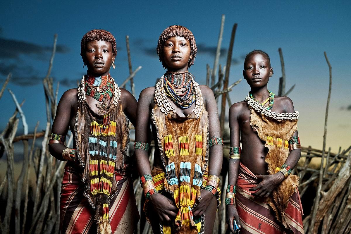 Стоят девчонки чуть-чуть в сторонке: Эфиопские красотки