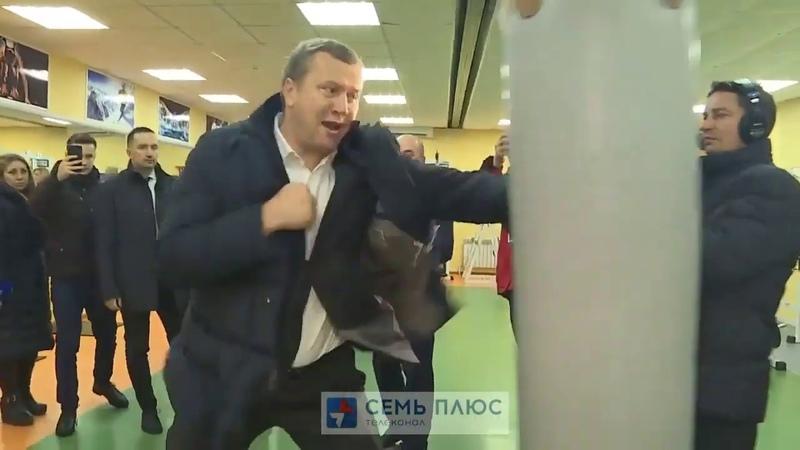 Сергей Морозов потренировался на боксёрской груше