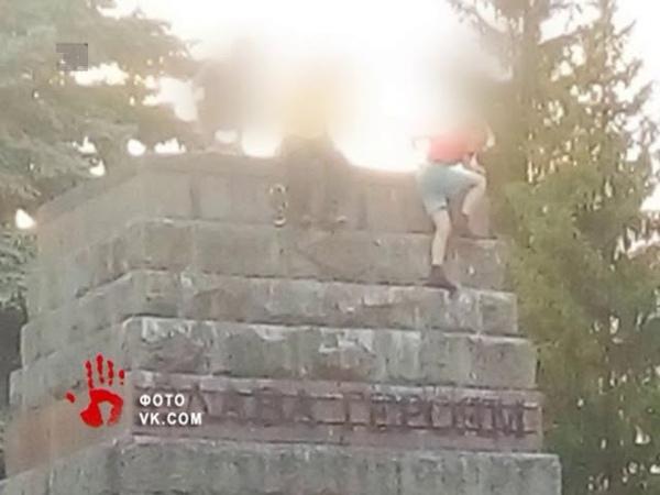 Подростки осквернили Вечный огонь под Челябинском