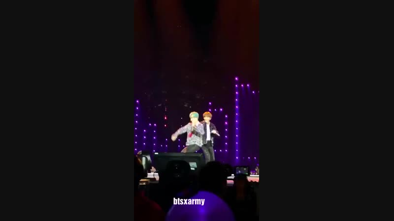 BTS jimin imitated jungkook part with V @ Love Yourself Tour in Paris 2018 Day 2