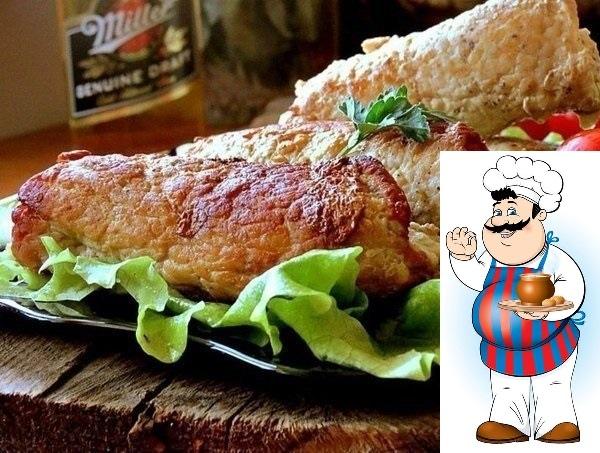 Огурчики в шубке - это стоит попробовать! Ингредиенты: 800 г свинина 2 шт. огурец соленый по вкусу соль по вкусу перец Процесс приготовления: Биточное мясо свинины нарезать на тонкие пластины.