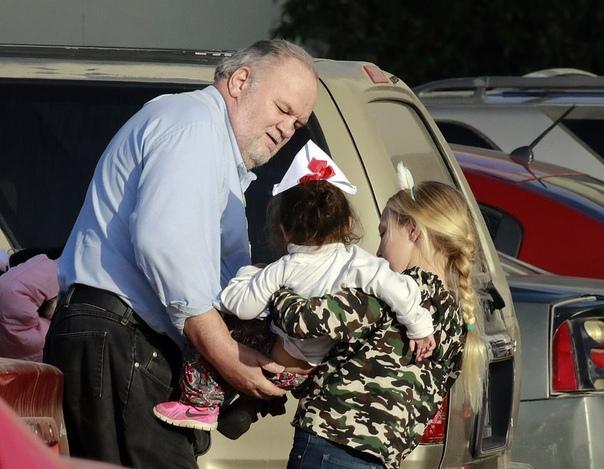 Отец Меган Маркл занялся благотоворительностью накануне Рождества В последние несколько месяцев отношения Меган Маркл с отцом Томасом напряженные и сложные. Мужчина несколько раз давал СМИ