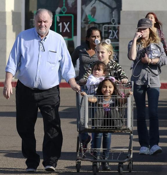 Отец Меган Маркл занялся благотоворительностью накануне Рождества