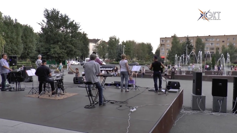 В подарок песни советской эпохи. На День строителя ансамбль «Наши» дал концерт