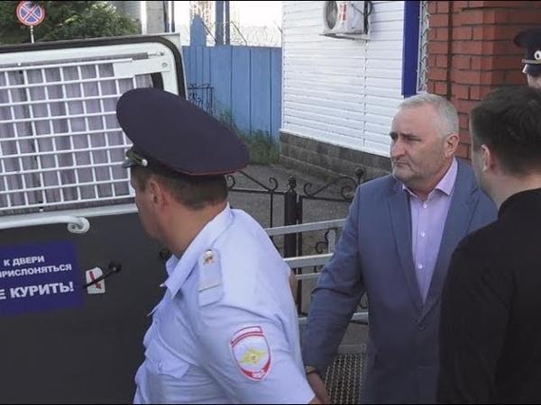 Руководителей Краснокамского района заковали в наручники.