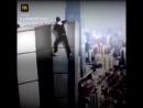 Китайский руфер упал с 62 этажа.