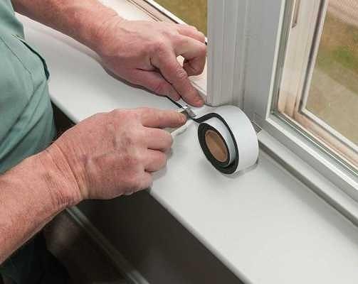 Что нужно сделать, чтобы не потели окна с деревянными и пластиковыми рамами