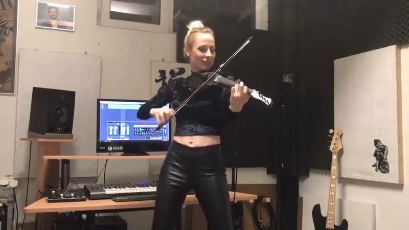 Зажигательная скрипачка Классно играет Классно танцует