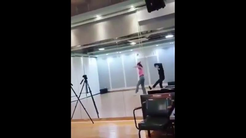 Lime Yeoreum (Hello Venus) dancing to pentagon's shine