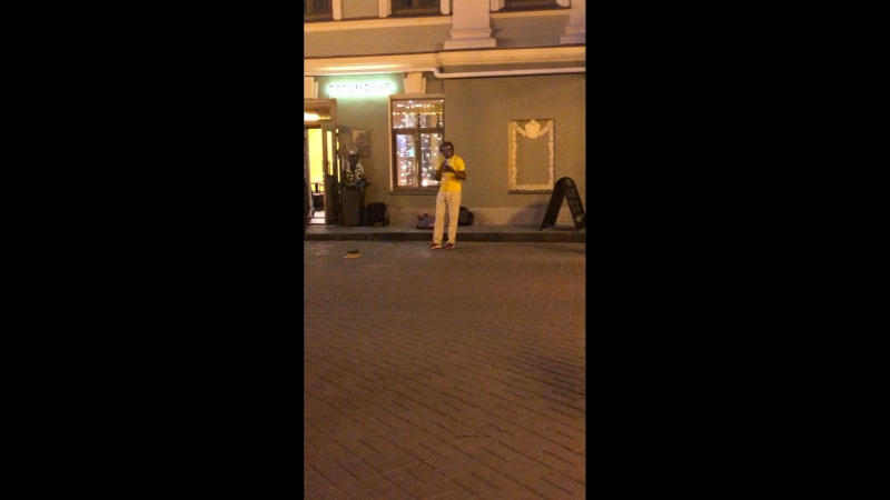 Казань, колумбийский певец на Баумана