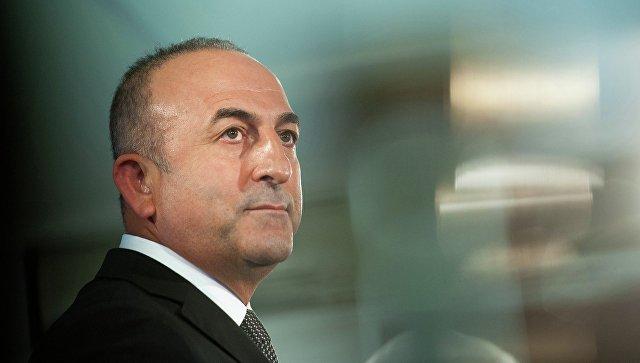 Чавушоглу отреагировал на заявление Макрона о разладе Москвы и Анкары из-за Дамаска