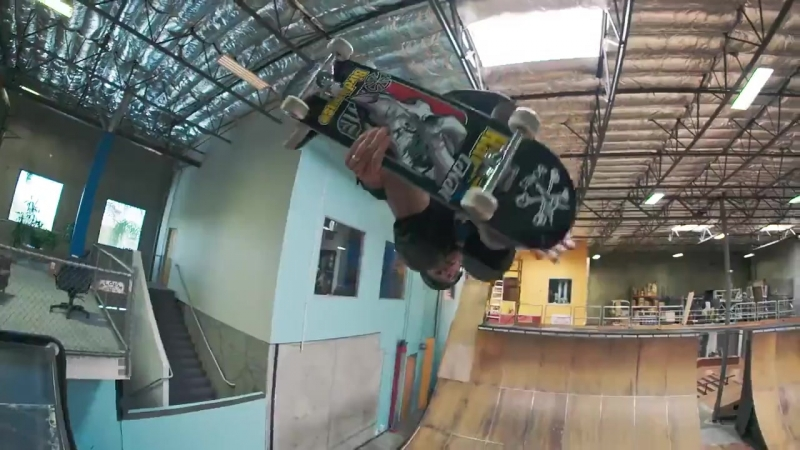 Тони Хоук исполнил 50 разных трюков на скейтборде в честь 50 летия