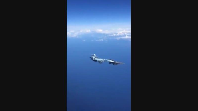 Su-27 gegen F-16