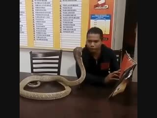 Когда привел девушку в кафе