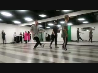 Модели Pro Fashion на репетиции модного показа шоу причесок Matrix.
