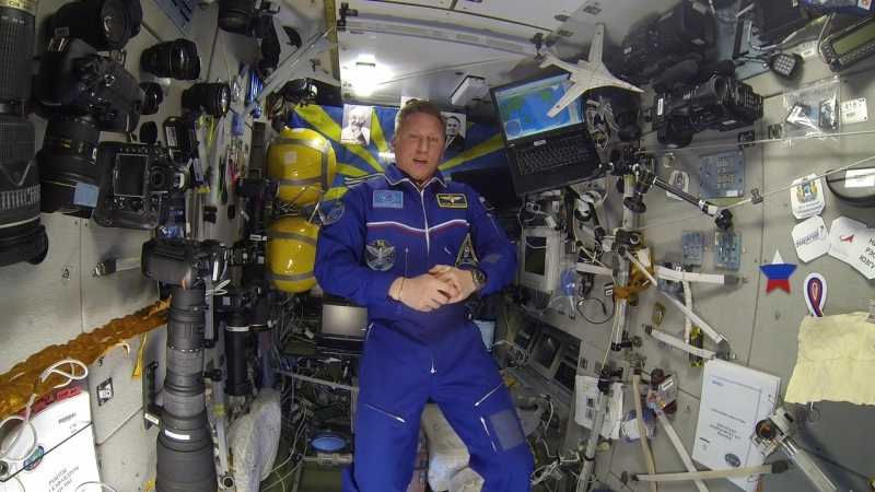 Космонавт Кирилл Прокопьев поздравляет выпускников Уфимского ВВАУЛ с 25 летием окончания училища