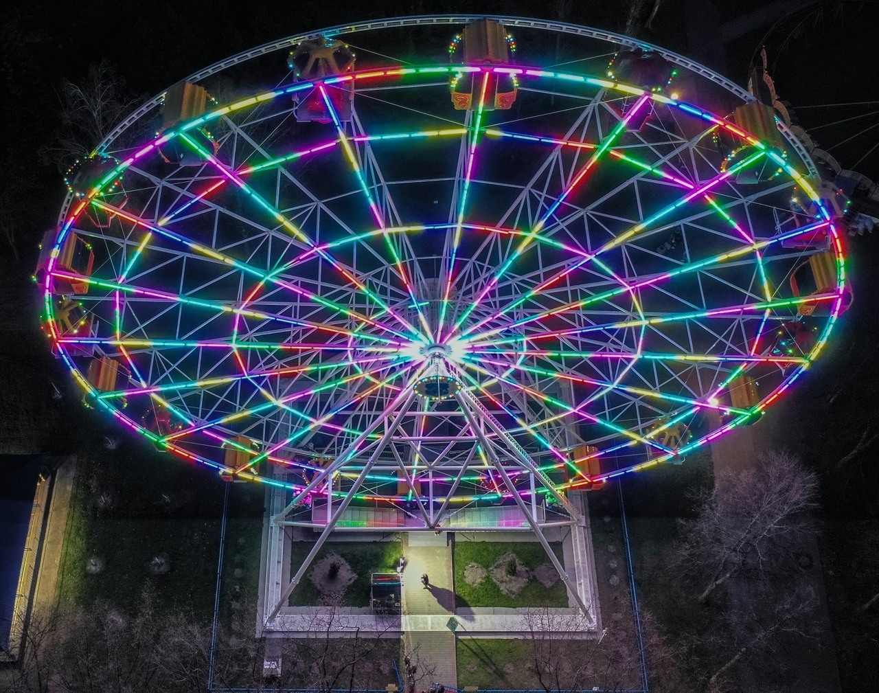 Первые фото из парка в Бресте, где проходит файер-шоу