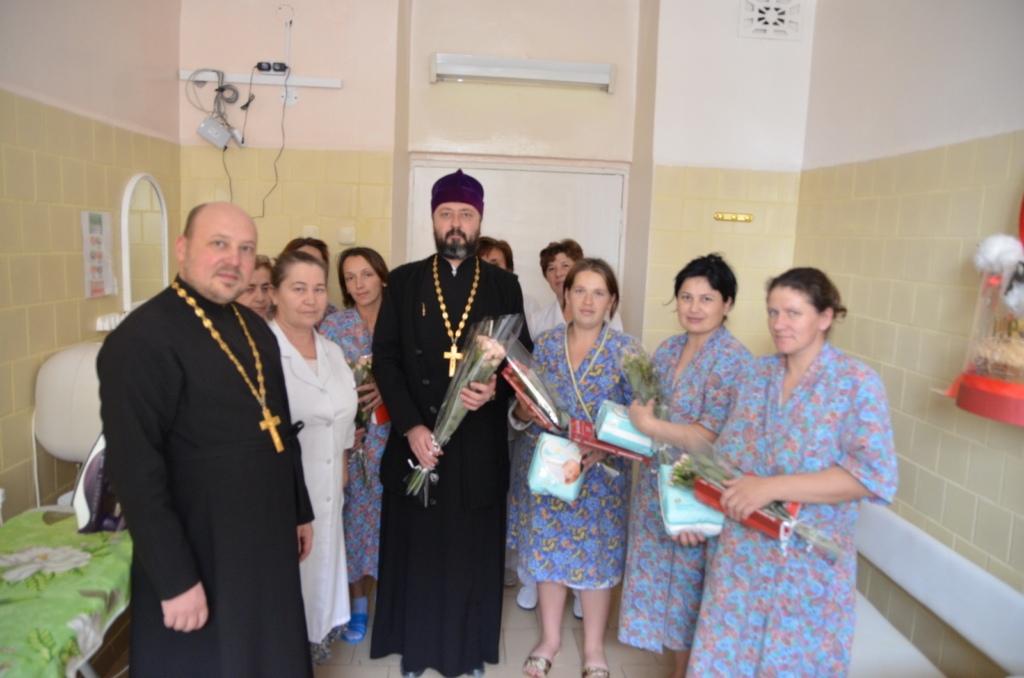 В Зеленчукской священнослужители поздравили рожениц