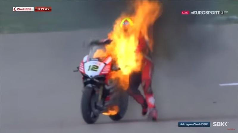 Paura in Superbike la Ducati prende fuoco in pista Forés scappa