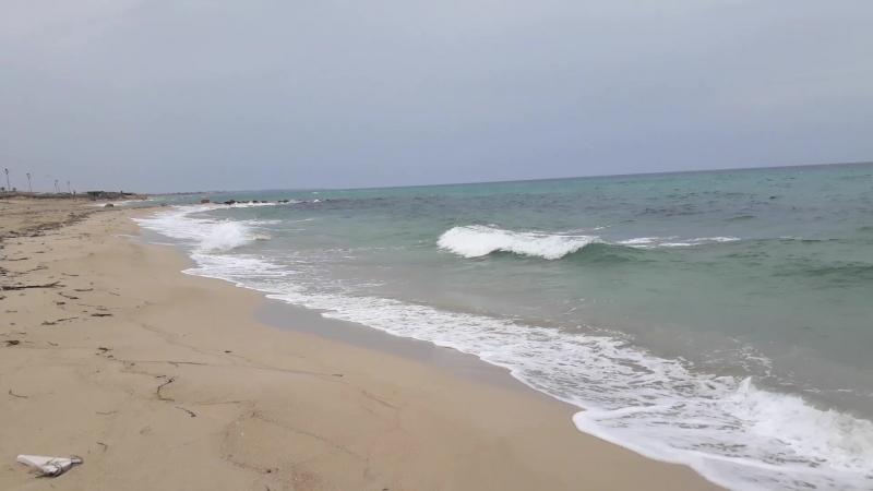Один из пляжей Триполи в Ливии с первых дней лета. Irena