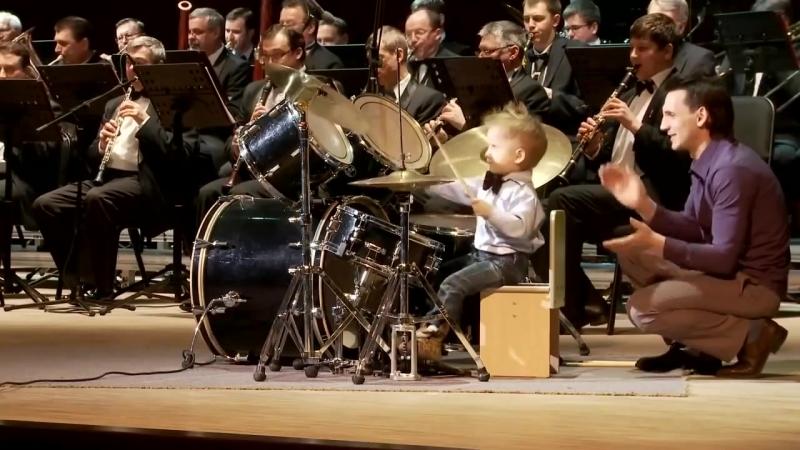 Маленький барабанщик Леня Шиловский Выступление с концертным духовым оркестром