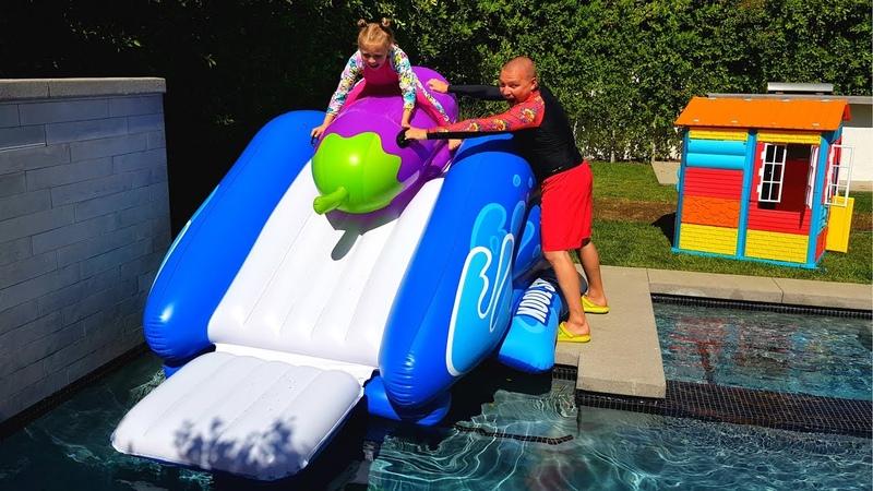 ОБЫЧНАЯ еда ПРОТИВ НАДУВНОЙ REAL FOOD vs INFLATABLE дети играют в бассейне с надувашками Николь