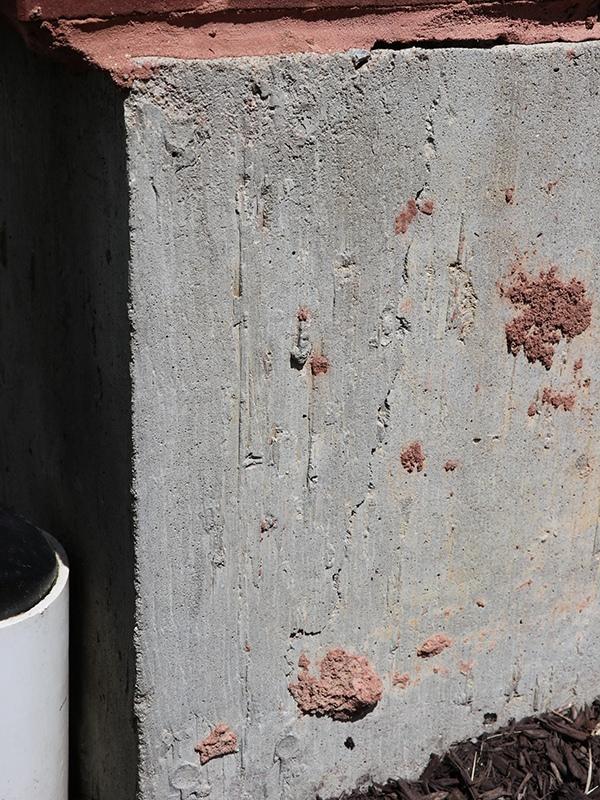 Угловые трещины в бетоне