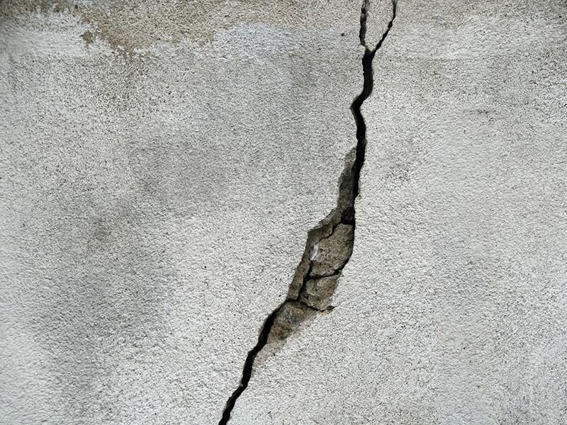 Восстановление основания трещины в бетоне