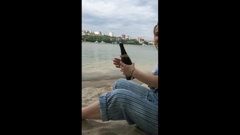 как таня шампанское открывала