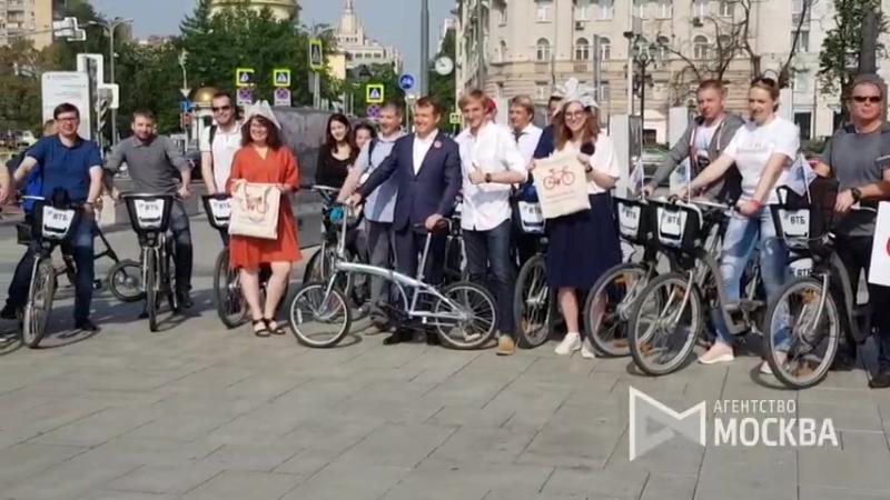 Зам. министра транспорта РФ Николай Асаул на акции «На работу на велосипеде»