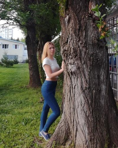 Надюша Емельянова